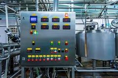 Промышленный пульт управления на фабрике стоковые фотографии rf