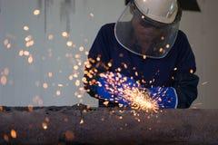 Промышленный работник на крупном плане заварки фабрики Стоковая Фотография