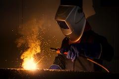 Промышленный работник на крупном плане заварки фабрики Стоковые Изображения