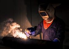 Промышленный работник на крупном плане заварки фабрики Стоковая Фотография RF