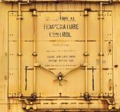 Промышленная желтая предпосылка двери Стоковое фото RF