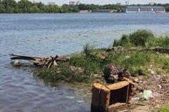 Промышленное загрязнение тел воды Стоковое фото RF