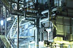Промышленное здание на ноче Стоковая Фотография