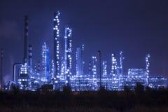 Промышленное предприятие рафинадного завода на ноче Стоковая Фотография