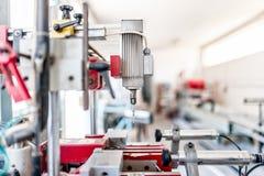 Промышленное сверля машинное оборудование с автоматическим процессом Стоковые Фото