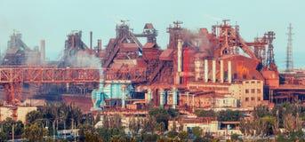 промышленный ландшафт Стальная фабрика Тяжелая индустрия в Европе Стоковые Фотографии RF