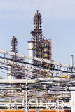 Промышленный башни рафинадного завода Стоковое Изображение