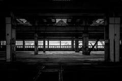 Промышленный интерьер старой фабрики стоковые изображения rf