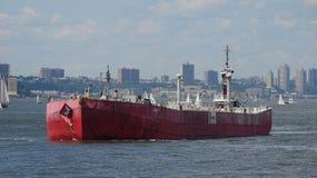Промышленный корабль в гавани стоковые фото