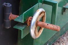 Промышленный клапан в петрохимической фабрике Стоковые Изображения