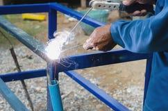 Промышленный работник на крупном плане заварки фабрики отсутствие безопасности Стоковое Изображение RF