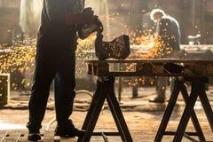 Промышленный работник на фабрике стоковая фотография rf