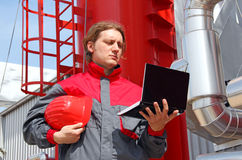 промышленный работник тетради стоковое изображение rf