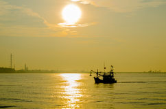 Промышленный с рыболовом Стоковые Изображения