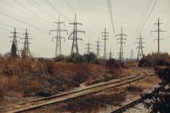 Промышленный туманный ландшафт - старая покинутая индустриальная зона в лесе осени Стоковая Фотография