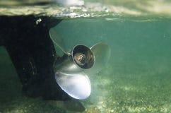 Пропеллер rowing моторной лодки Стоковые Изображения