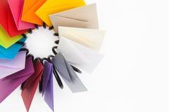 Пропеллер покрашенных конвертов на белом столе Стоковое Фото