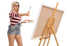 Пропорции женского художника измеряя Стоковые Фотографии RF