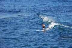 Прополощите пансионера занимаясь серфингом с парка Heisler, пляжа Laguna, Калифорнии Стоковые Фото