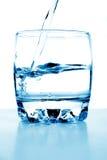 пропускает стеклянная вода Стоковые Фото