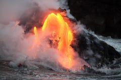 Пропуская лава Стоковая Фотография