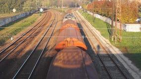 Пропуски товарного состава под мост сток-видео