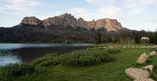 Пропуск Вайоминг Togwotee Buttes башенкы кемпинга озера ручейк Стоковые Изображения RF