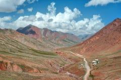 Пропуск искусства Kyzyl между Кыргызстаном и Таджикистаном, принятыми в Augus стоковые изображения rf
