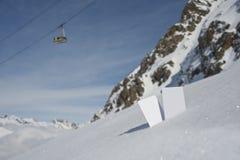 Пропуск подъема лыжи вступительного взноса фуникулера Стоковое Изображение RF