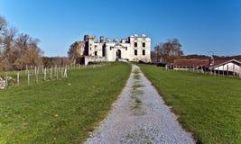 Пропуск прогулки к руинам замка Bidache в Баскония Стоковое Изображение