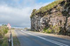 Пропуск Робинсона между Mosselbay и Oudtshoorn стоковые фото