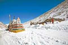 Пропуск ChangLa в зиму на пути к озеру Pangong, Leh-Ladakh, Джамму и Кашмир, Индии Стоковое Изображение