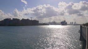 Пропуск 4k Флорида США корабля вкладыша залива пляжа Майами южный сток-видео