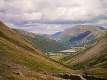 Пропуск Kirkstone в лето район Cumbria озера Стоковые Изображения RF