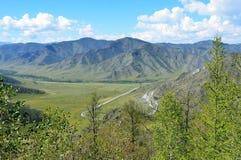 Пропуск 1400m Chike-Taman, Россия, республика Altai стоковая фотография