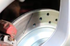 Прорезанная тормозная шайба, просверленная и Стоковая Фотография RF