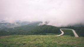 Проселочная дорога горы в лете - винтажном влиянии фильма Стоковое Изображение