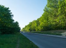Проселочная дорога солнечная, восход солнца, заход солнца, путь, сценарный, пейзаж, пасмурный, бортовой, улица, бульвар, скоростн Стоковая Фотография RF