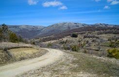 Проселочная дорога в горах Стоковая Фотография RF