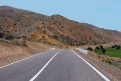 Проселочная дорога к горе Стоковое фото RF