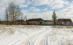 Проселочная дорога к украинской деревне Стоковые Изображения