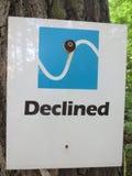 Просклонянный дирекционный знак Стоковое фото RF