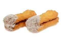 Прослоите печенья с кокосом, овальное форменным заполненным с сливк шоколада Стоковое Фото