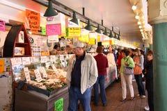 просматривая публика seattle места щуки рынка Стоковое Изображение
