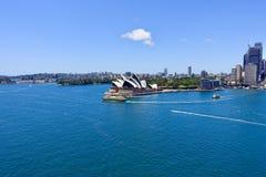 Просмотр оперного театра от моста гавани стоковая фотография rf