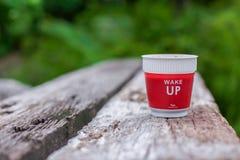 Проспите я вверх по утру с чашкой кофе Стоковые Фото