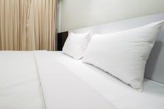 Простая спальня цвета стоковые изображения rf