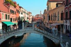 Простая улица в Венеции, Италии Стоковая Фотография