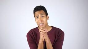 Простите мне пожалуйста, молодой Афро-американский жест человека, прося прощение Стоковая Фотография