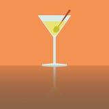 Простое плоское стекло Мартини с оливкой Стоковая Фотография